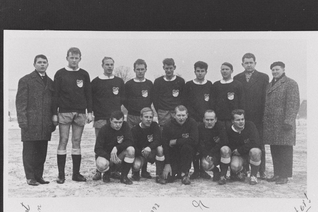 SV Concordia Belm-Powe – Meister Bezirksklasse 1964/65 und Aufstieg in die Bezirksliga - h.v.l.: Voigt, Uhlemann, Teeken, Brinkmann, Marquardt, Rother, Heidrich, Breer, Trainer Placke, v.vl.: Walkenhorst, Meyer, Pfannenstein, Preuss, D. Plack